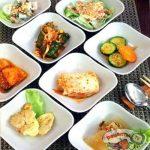 Закуска из огурцов и яично-мясные оладушки