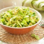 Салат из капусты и огурцов свежих / Простые рецепты