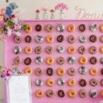 Стена из пончиков – новый свадебный тренд